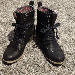 Roxy Black boots